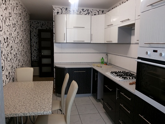 2-комнатная квартира посуточно в Луцке. Лыпынского, 5. Фото 1