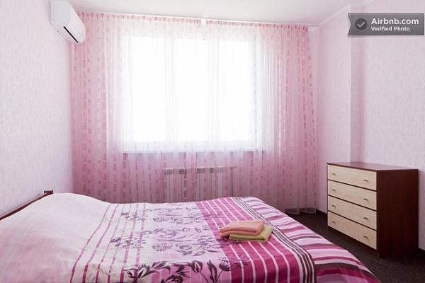 2-комнатная квартира посуточно в Киеве. Дарницкий район, ул. Гмыри, 4. Фото 1