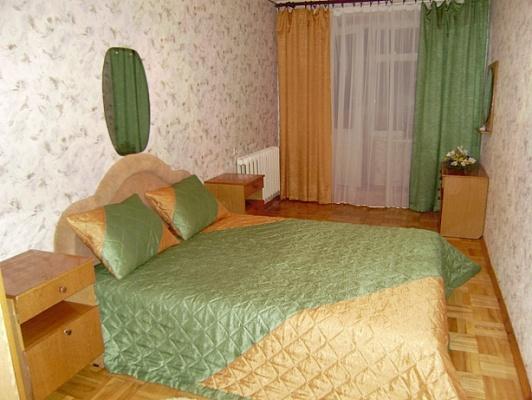 2-комнатная квартира посуточно в Нежине. ул. Б. Хмельницкого, 18. Фото 1