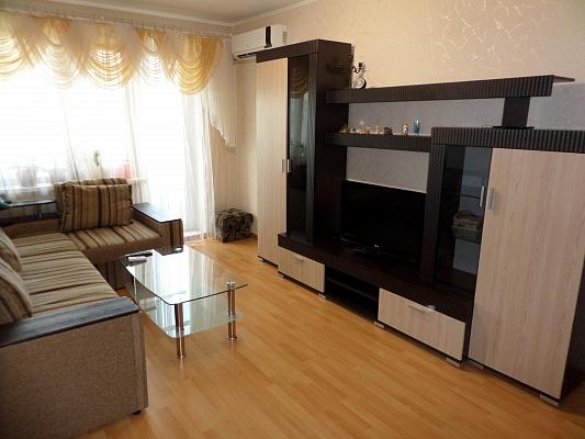 3-комнатная квартира посуточно в Днепропетровске. Октябрьский район, пр-т Героев, 3. Фото 1