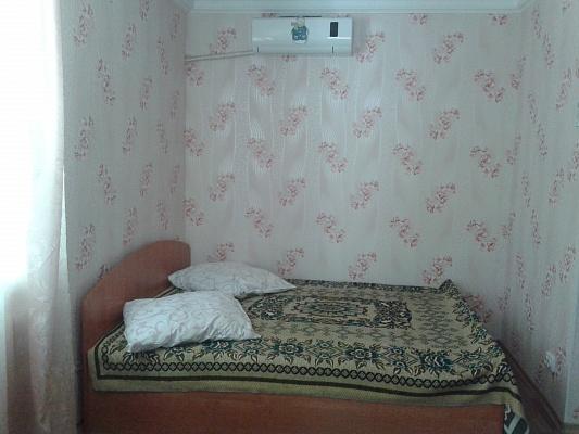 1-комнатная квартира посуточно в Бердянске. ул. Ульяновых, 43/37. Фото 1