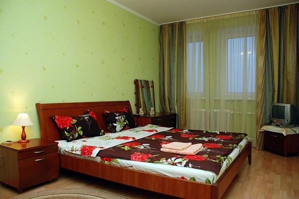 2-комнатная квартира посуточно в Киеве. Днепровский район, Луначарского. Фото 1