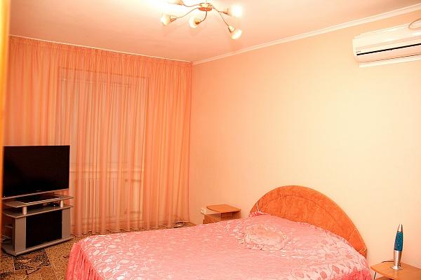 2-комнатная квартира посуточно в Херсоне. Суворовский район, ул. Краснофлотская, 19. Фото 1