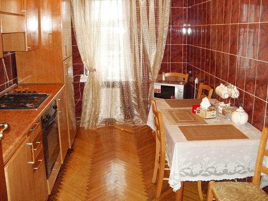 3-комнатная квартира посуточно в Кировограде. Ленинский район, ул. Полтавская, 32. Фото 1