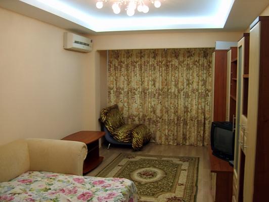 1-комнатная квартира посуточно в Киеве. Оболонский район, ул. Малиновского, 28. Фото 1