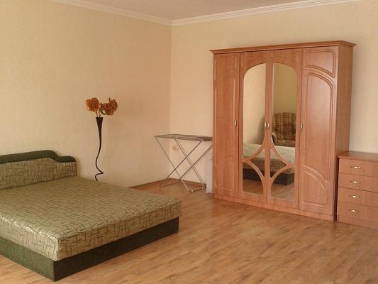 1-комнатная квартира посуточно в Симферополе. Киевский район, ул. Киевская, 7. Фото 1