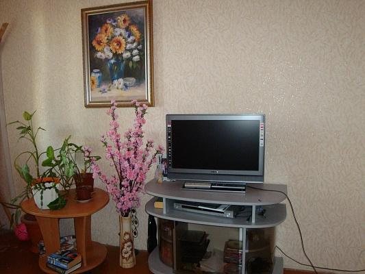 2-комнатная квартира посуточно в Ильичёвске. Пригород район, ул. Героев Сталинграда, 9. Фото 1