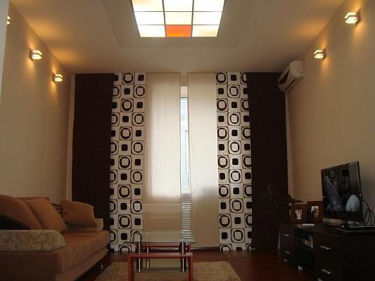 2-комнатная квартира посуточно в Днепропетровске. Бабушкинский район, б-р Европейский, 2. Фото 1