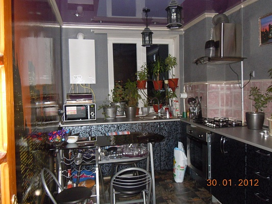 3-комнатная квартира посуточно в Армянске. Корявко, 17. Фото 1