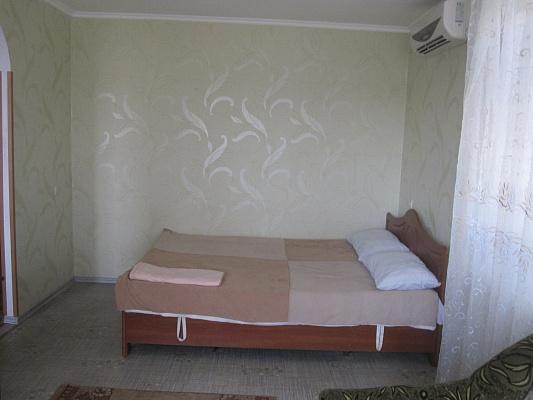 2-комнатная квартира посуточно в Бердянске. ул. Первомайская, 36. Фото 1