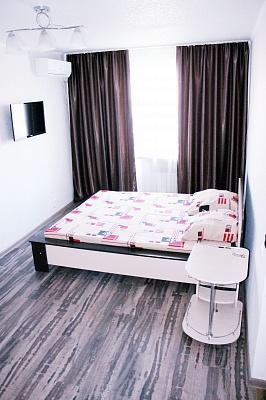 1-комнатная квартира посуточно в Мариуполе. Центральный район, пр-т Ленина, 74. Фото 1