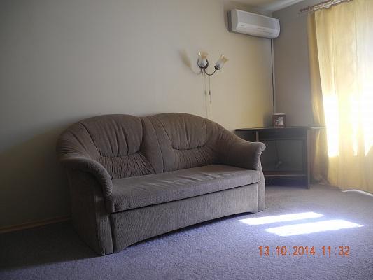 1-комнатная квартира посуточно в Запорожье. Жовтневый район, ул. Дзержинского, 87. Фото 1