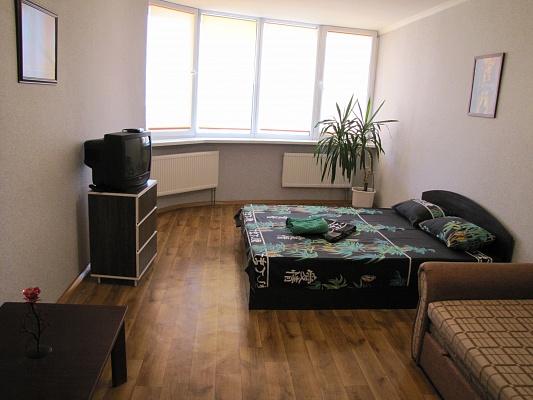 1-комнатная квартира посуточно в Киеве. Днепровский район, Харьковское шоссе, 19а. Фото 1