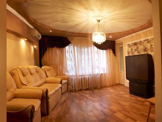 2-комнатная квартира посуточно в Днепропетровске. Кировский район, ул. Минина, 3. Фото 1