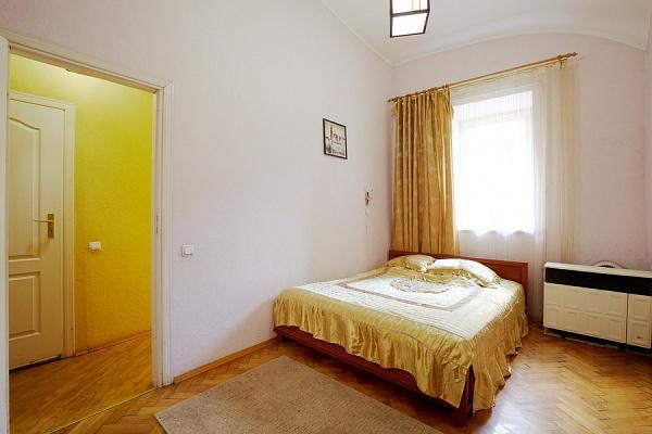 1-комнатная квартира посуточно в Львове. Лычаковский район, ул. Личаковская, 4. Фото 1
