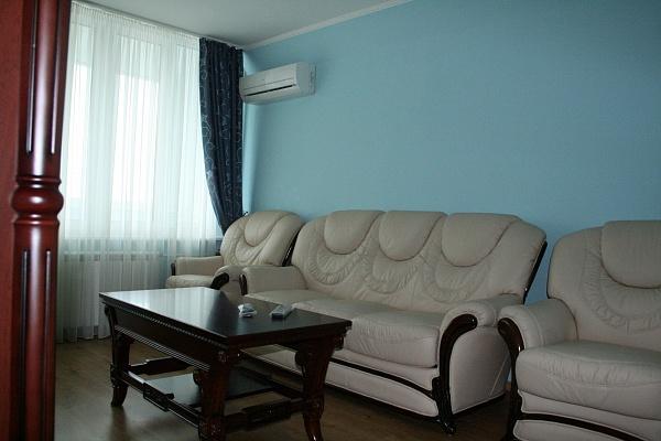 2-комнатная квартира посуточно в Киеве. Шевченковский район, ул. Дмитриевская, 2. Фото 1