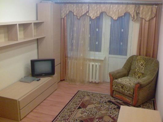 1-комнатная квартира посуточно в Кривом Роге. Дзержинский район, пр-т Металлургов, 31. Фото 1