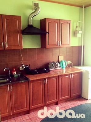 2-комнатная квартира посуточно в Ивано-Франковске. ул. Галицкая, 98. Фото 1