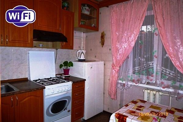 2-комнатная квартира посуточно в Симферополе. Киевский район, ул. Воровского, 61. Фото 1