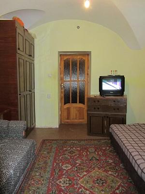 2-комнатная квартира посуточно в Одессе. Приморский район, ул. Маразлиевская, 8. Фото 1