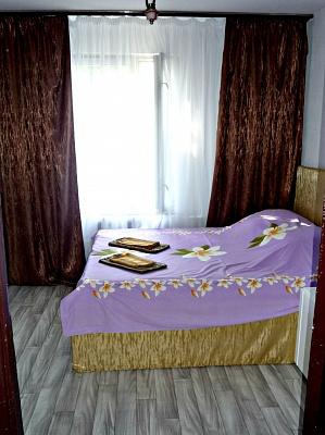 2-комнатная квартира посуточно в Одессе. Суворовский район, ул. Жолио-Кюри, 24а. Фото 1
