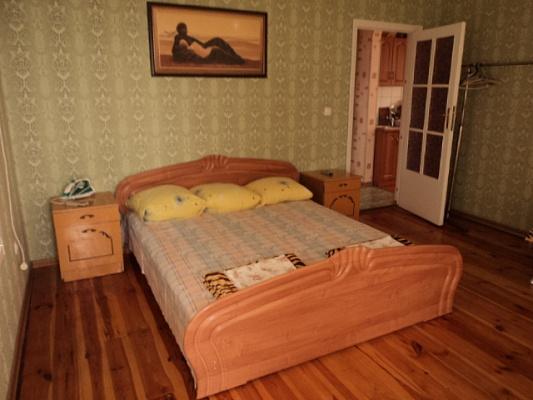 1-комнатная квартира посуточно в Алупке. ул. Калинина, 111. Фото 1