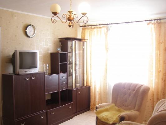 2-комнатная квартира посуточно в Севастополе. Ленинский район, ул. Новороссийская, 74. Фото 1
