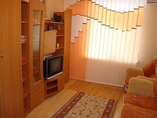 2-комнатная квартира посуточно в Севастополе. Гагаринский район, Зои Космодемьянской, 4. Фото 1