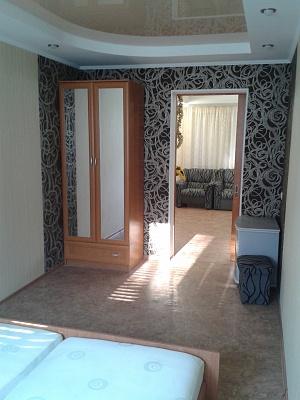2-комнатная квартира посуточно в Алчевске. ул. Ленина, 7. Фото 1