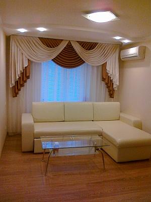 2-комнатная квартира посуточно в Кривом Роге. Саксаганский район, ул. Генерала Радиевского (Тынка), 1. Фото 1