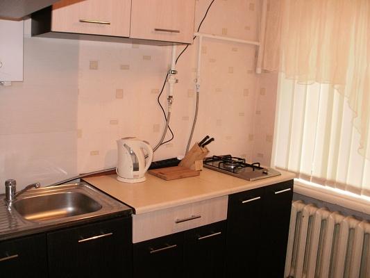 1-комнатная квартира посуточно в Луганске. Ленинский район, советская, 36. Фото 1