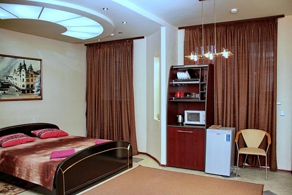 2-комнатная квартира посуточно в Днепропетровске. Кировский район, ул. Плеханова, 34. Фото 1