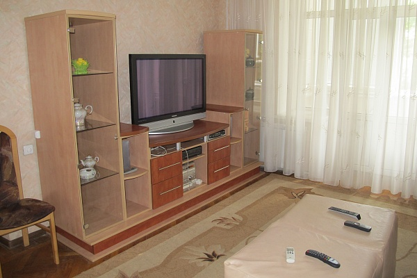 3-комнатная квартира посуточно в Киеве. Шевченковский район, ул. Костельная, 6. Фото 1