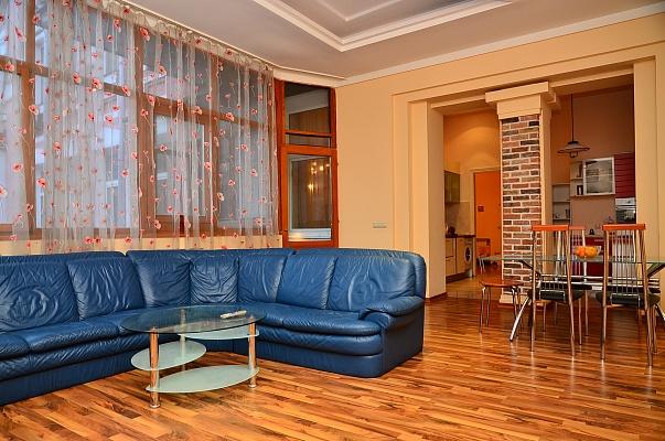 4-комнатная квартира посуточно в Киеве. Печерский район, ул. Городецкого, 11б. Фото 1