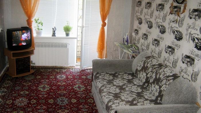 2-комнатная квартира посуточно в Евпатории. ул. Фрунзе, 50. Фото 1