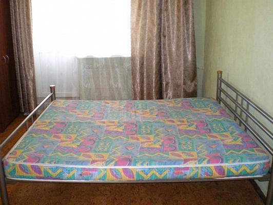 2-комнатная квартира посуточно в Луганске. Ленинский район, ул. Демёхина, 27. Фото 1