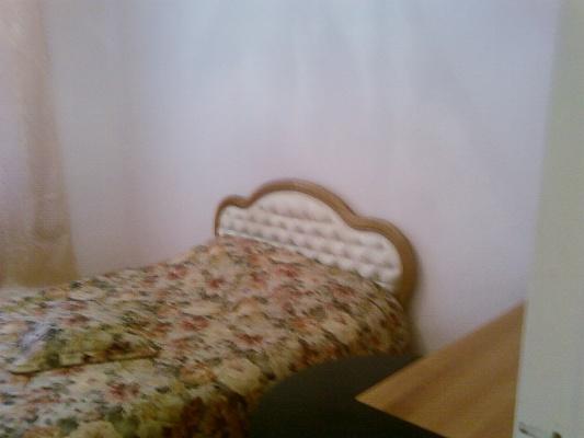 2-комнатная квартира посуточно в Донецке. Киевский район, ул. Артема, 102. Фото 1