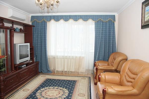 1-комнатная квартира посуточно в Киеве. Печерский район, улица Шелковичная, 46/48. Фото 1