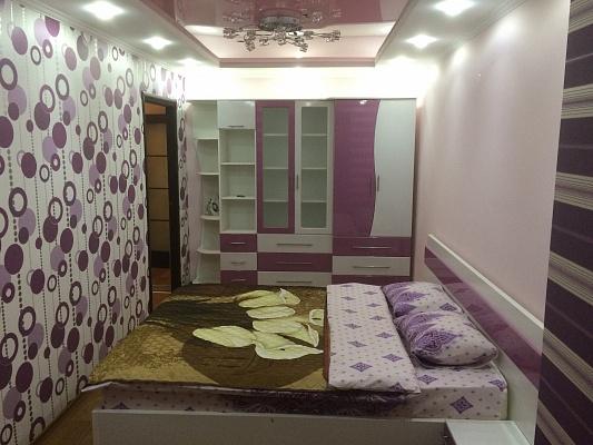2-комнатная квартира посуточно в Новомосковске. ул. Калнышевского (Красноармейская), 24. Фото 1