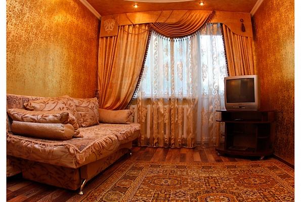 2-комнатная квартира посуточно в Ровно. ул. С.Бандеры, 65. Фото 1
