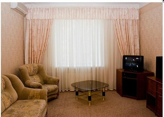2-комнатная квартира посуточно в Никополе. ул. Электрометалургов, 7. Фото 1