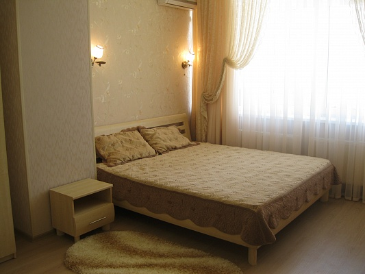2-комнатная квартира посуточно в Ильичёвске. ул. Хантадзе, 4. Фото 1