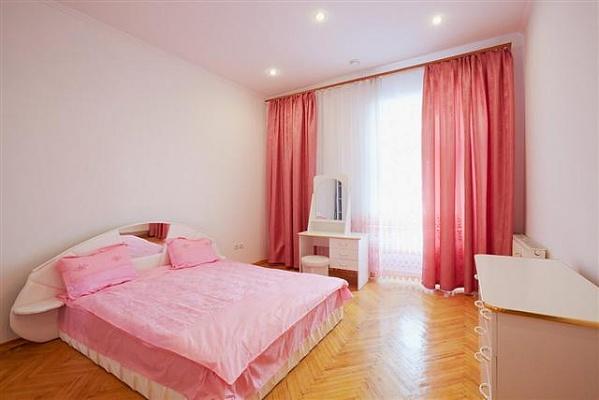 2-комнатная квартира посуточно в Львове. Галицкий район, ул. Удатного, 5. Фото 1