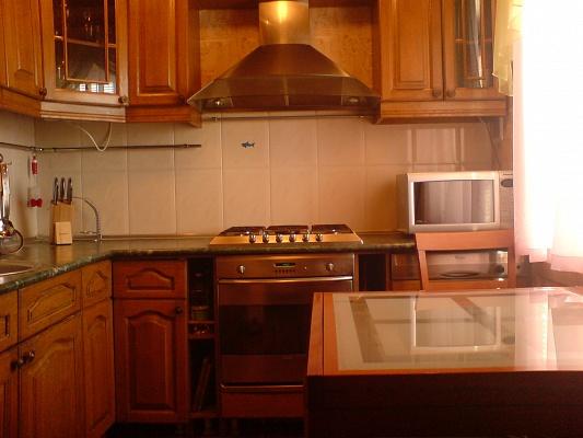 2-комнатная квартира посуточно в Киеве. Днепровский район, ул.Шумского, 8. Фото 1