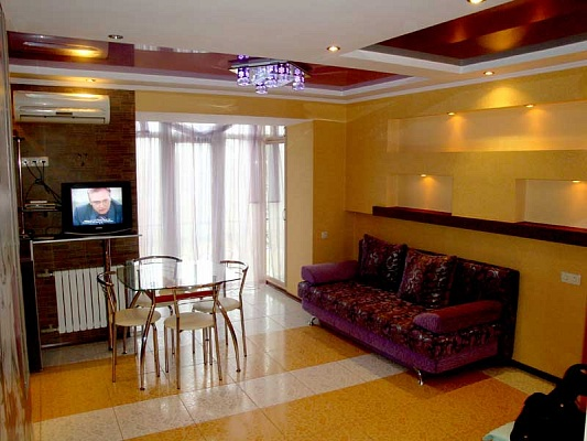 1-комнатная квартира посуточно в Херсоне. Суворовский район, ул. 40 лет Октября, 11. Фото 1