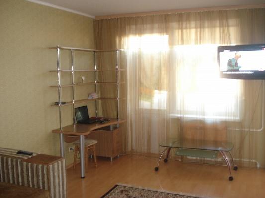 1-комнатная квартира посуточно в Харькове. Дзержинский район, пр-т. Людвига свободы, 35. Фото 1