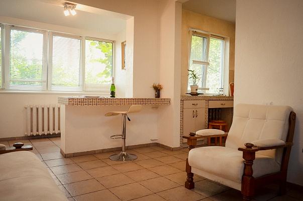 3-комнатная квартира посуточно в Чернигове. Новозаводской район, пр-т Победы, 37. Фото 1