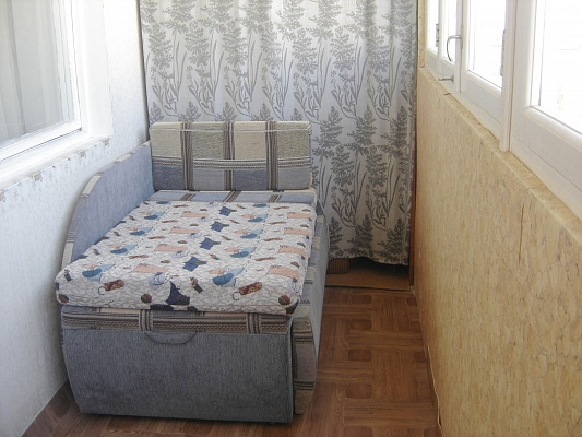1-комнатная квартира посуточно в Севастополе. Гагаринский район, ул. Меньшикова, 84. Фото 1