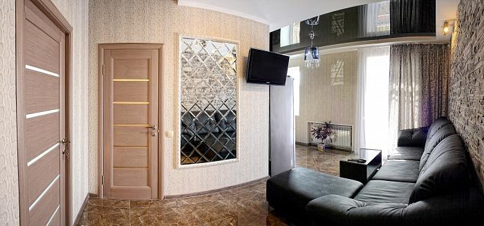 2-комнатная квартира посуточно в Севастополе. Ленинский район, ул. Большая морская, 52. Фото 1