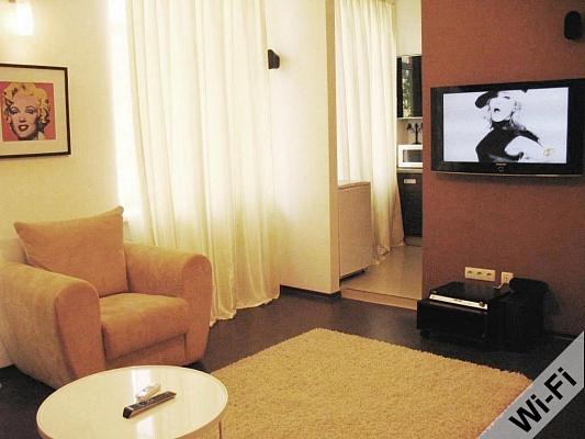 2-комнатная квартира посуточно в Харькове. Дзержинский район, ул. Чичибабина, 3. Фото 1